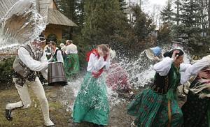 Swieconka 2015 - la bénédiction du repas pascal.  dans Msze Sw po polsku / Messe polonaise lany_poniedzialek_w-polsce-300x182